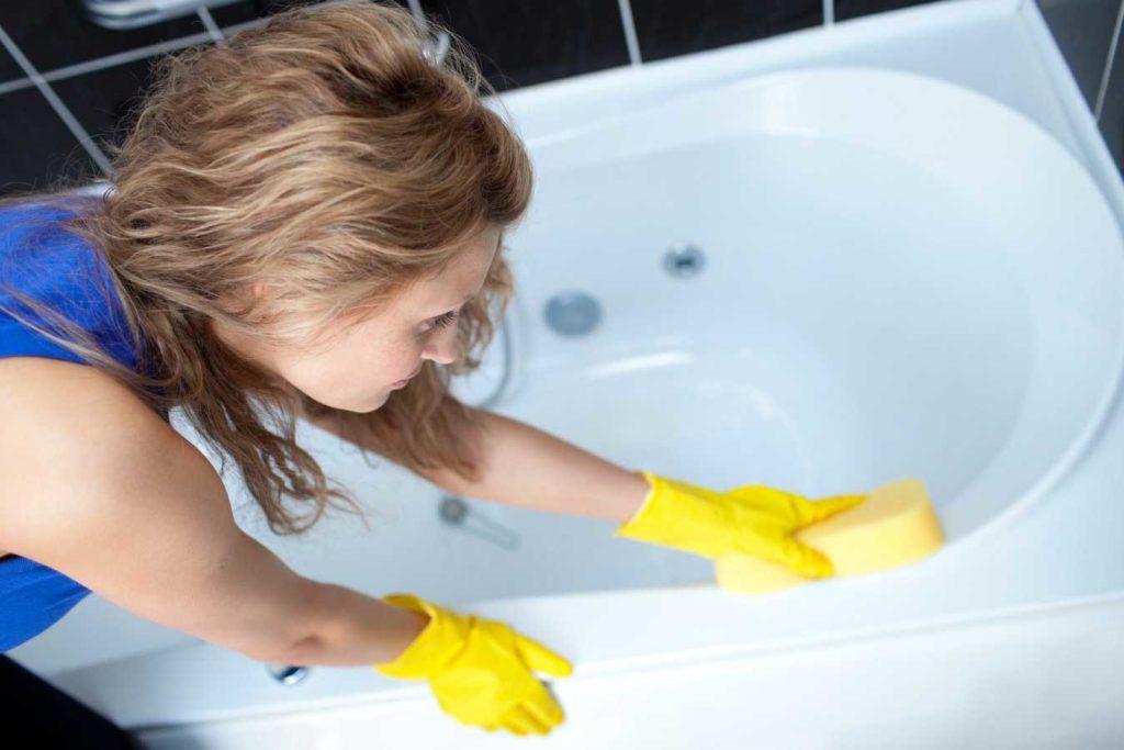 Как почистить акриловую ванну от известкового налета?